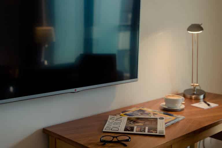 PREMIER SUITES Dublin Sandyford workkdesk, TV and literature