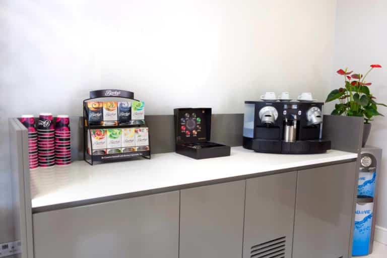 PREMIER SUITES PLUS Dublin Ballsbridge compimentary coffee dock in repception