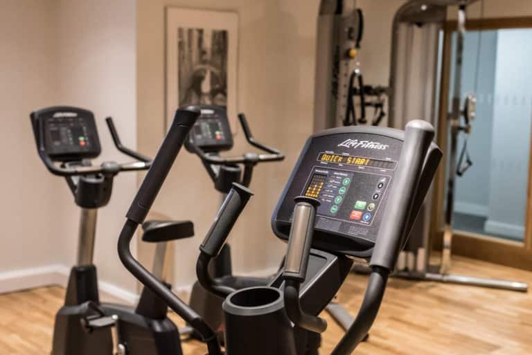 PREMIER SUITES PLUS Dublin Ballsbridge gym cross trainer