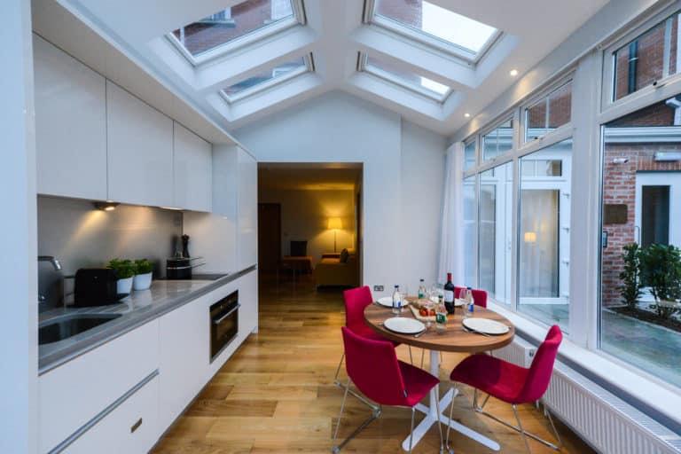 PREMIER SUITES PLUS Dublin Ballsbridge two bedroom court yard suite kitchen area