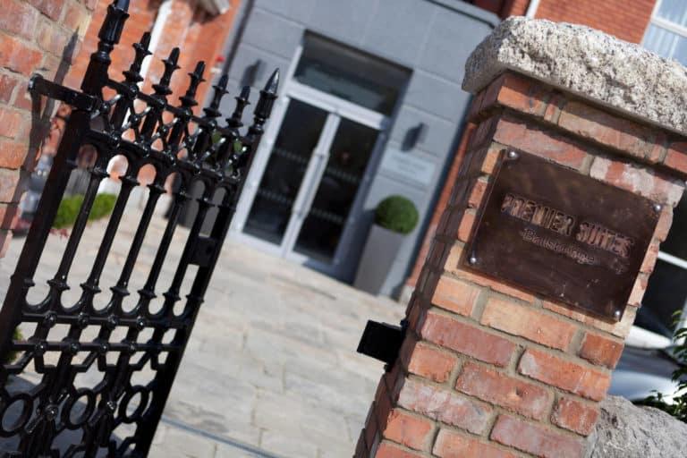 front gate PREMIER SUITES PLUS Dublin Ballsbridge